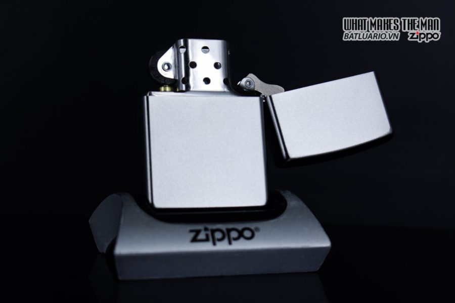 Zippo 29858 – Zippo Skull with Lines Satin Chrome 10
