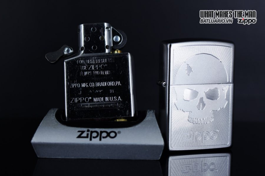 Zippo 29858 – Zippo Skull with Lines Satin Chrome 13