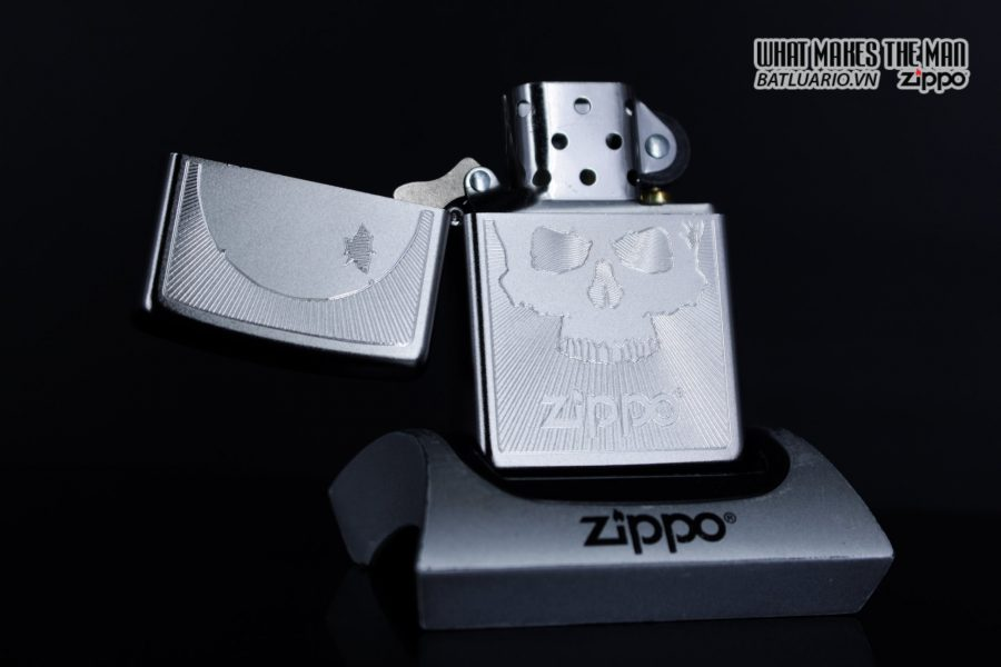 Zippo 29858 – Zippo Skull with Lines Satin Chrome 9