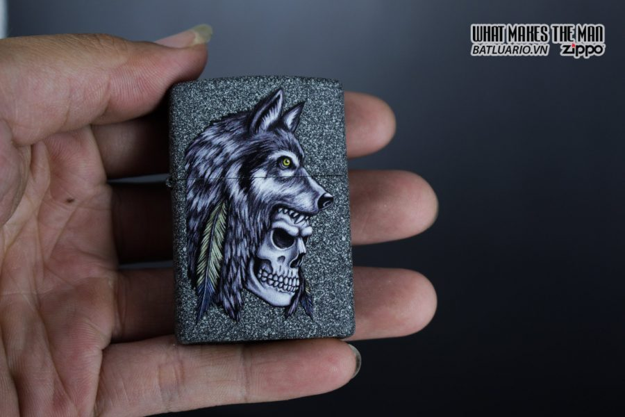 Zippo 29863 – Zippo Wolf Skull Feather Design Iron Stone 10