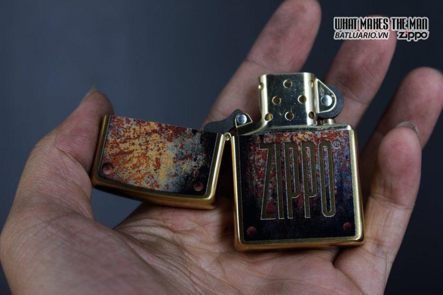 Zippo 29879 – Zippo Rusty Plate Design Brushed Brass 10