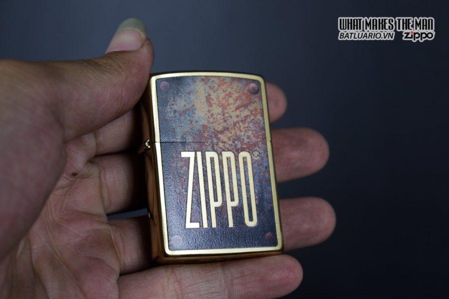 Zippo 29879 – Zippo Rusty Plate Design Brushed Brass 9
