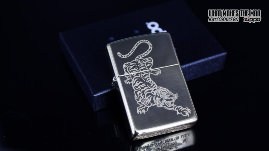Zippo 29884 – Zippo Tattoo Tiger Design High Polish Brass 1