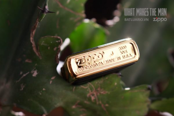 ZIPPO LA MÃ 2000 – ZIPPO ULTRALITE BLACK – GOLD PLATE 2