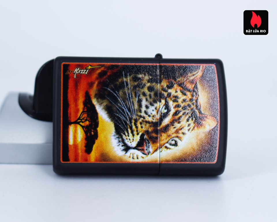 Zippo 49068 – Zippo Mazzi African Leopard Black Matte 4