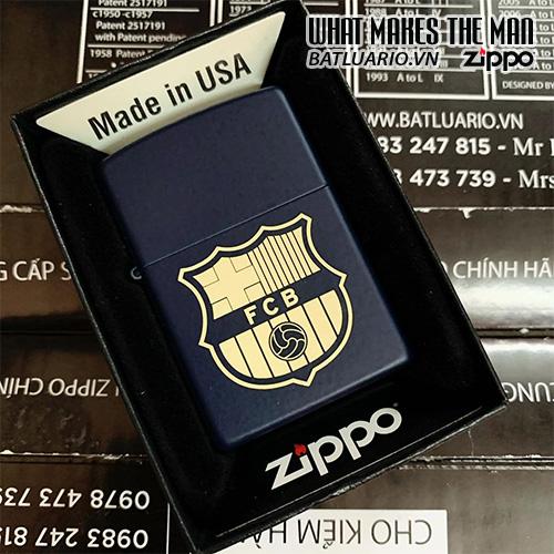 ZIPPO 239 XANH ĐEN KHẮC FC BARCELONA 03 – ZIPPO 239.FCB03