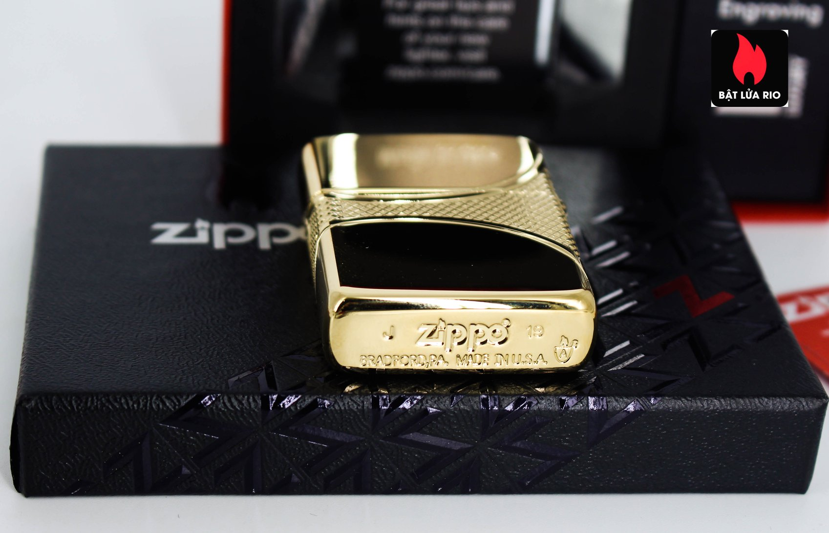 Zippo 49108 - Zippo Armor® Fleur-de-lis Design Gold Plate 10
