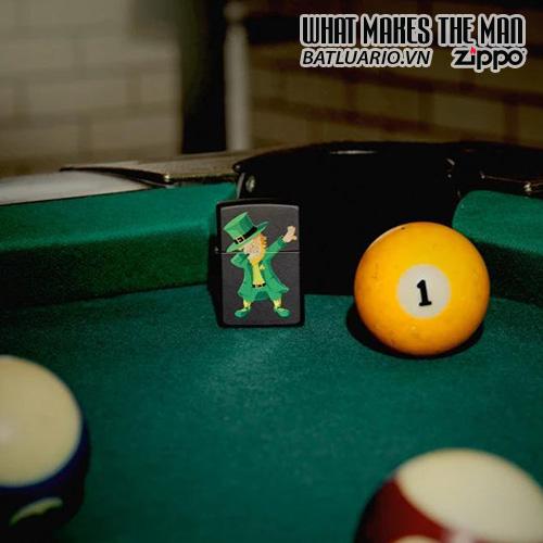 Zippo 49124 - Zippo Dabbing Leprechaun Black Matte 1