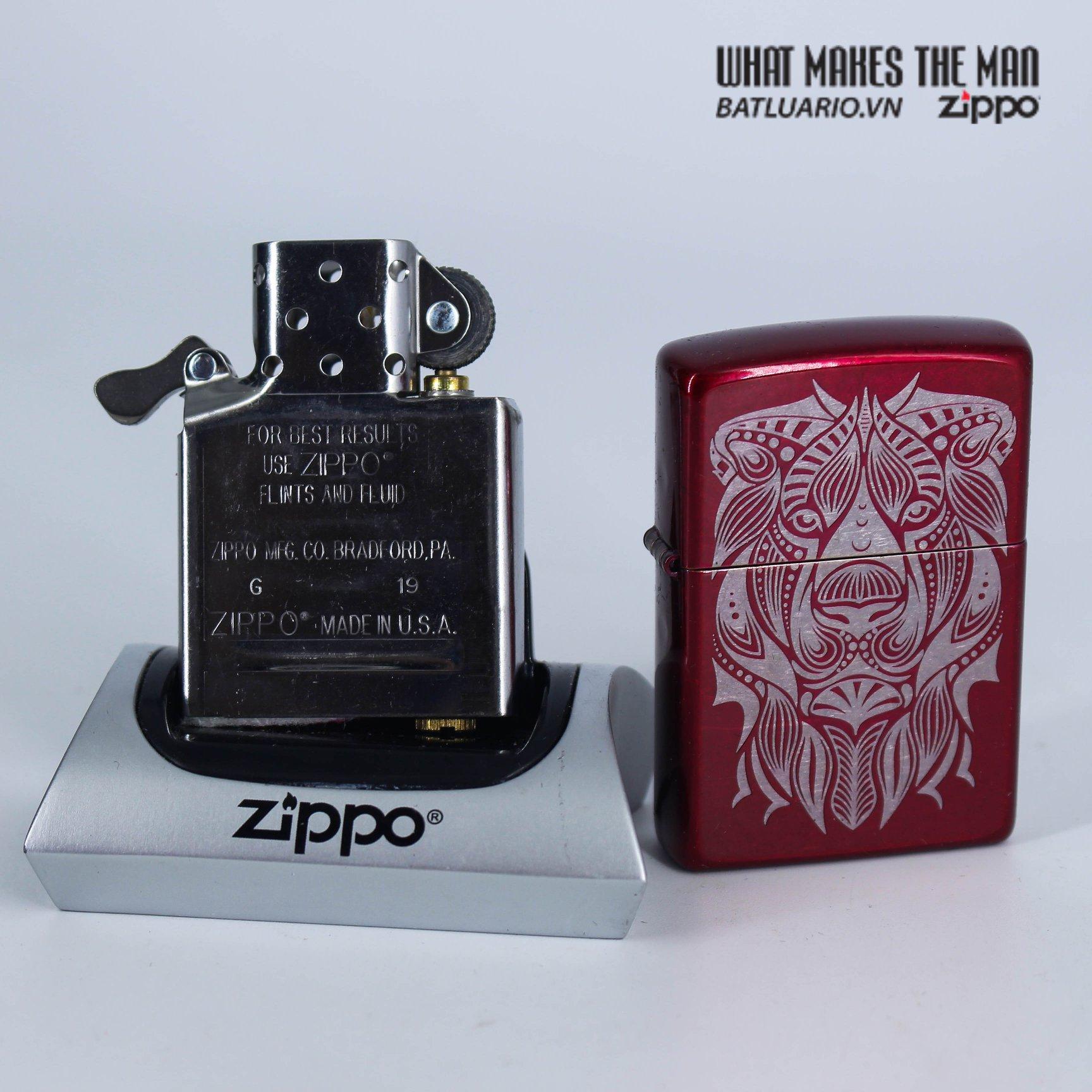 Zippo 49109 - Zippo Lion Tattoo Design Candy Apple Red 8