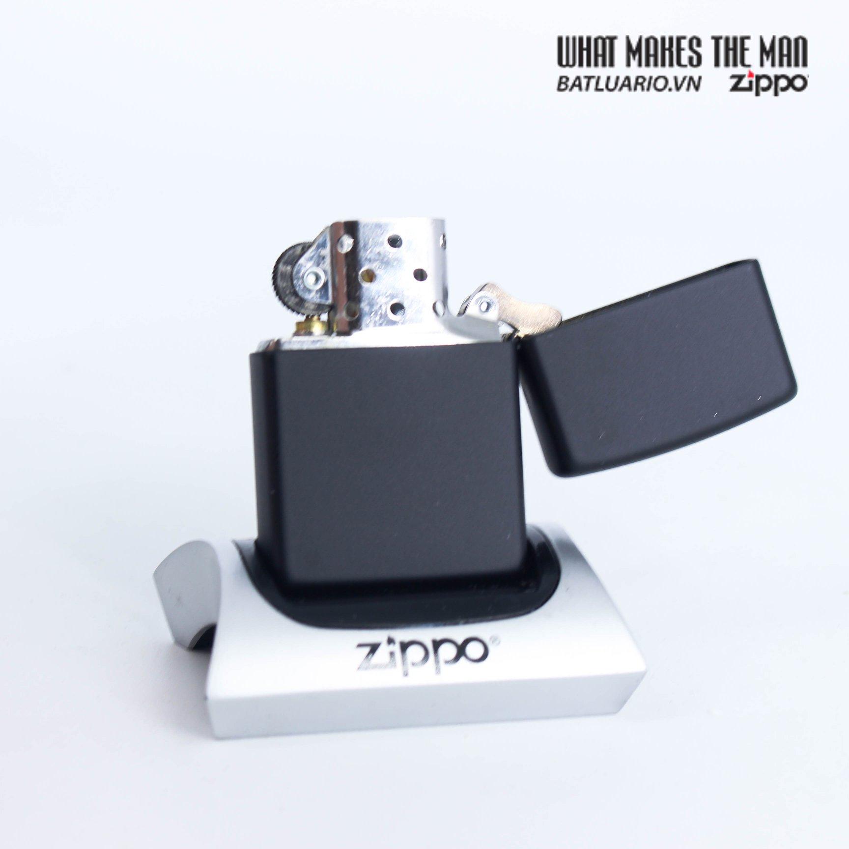 Zippo 49124 - Zippo Dabbing Leprechaun Black Matte 3