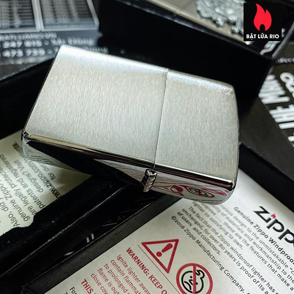 Zippo 49293 - Zippo Cards and Skull Emblem Brushed Chrome 4