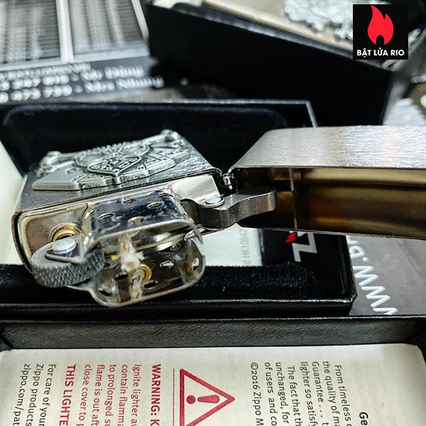 Zippo 49293 - Zippo Cards and Skull Emblem Brushed Chrome 6