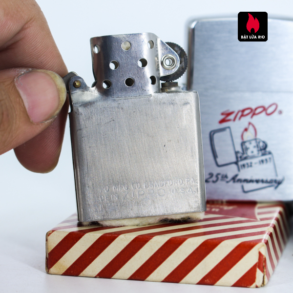 Zippo 1957 – 25th Anniversary – W.C.M – Kỉ Niệm 25 Năm Thành Lập Hãng Zippo 6